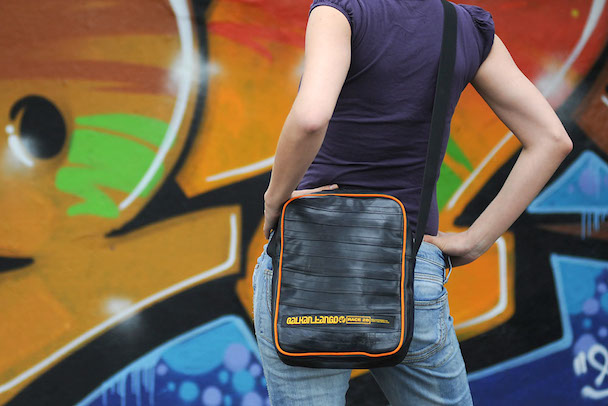 upcycled_bicycle_innertube_shoulder_bag_tablet_balkantango_product_istanbul_m_or_01