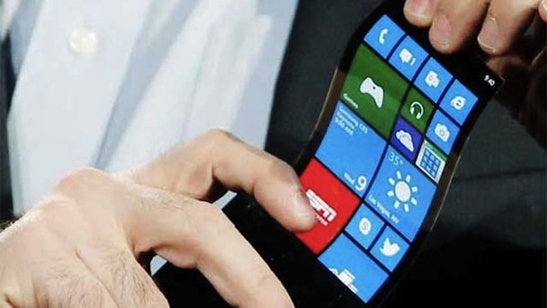 ces-gadget-watch-samsung-shows-bendable-phone-screen1