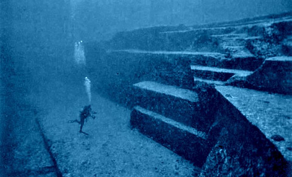 japan-underwater-pyramids