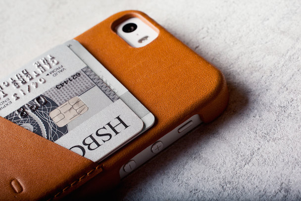 iPhone-5s-Wallet-Case-Tan-Lifestyle-006