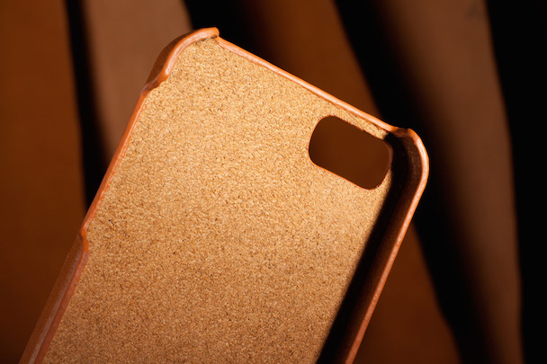 iPhone-5s-Wallet-Case-Tan-Lifestyle-502