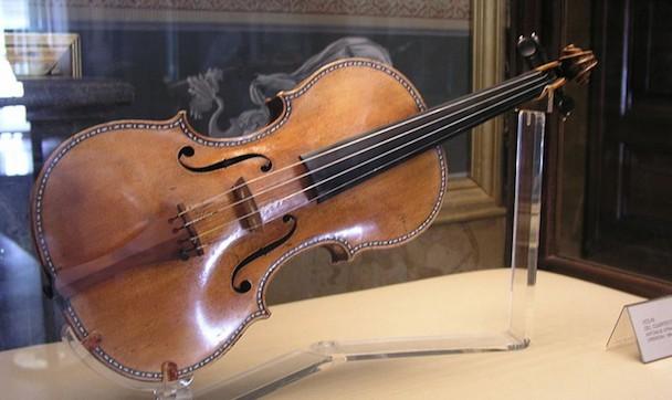 Stradivarius-990x589