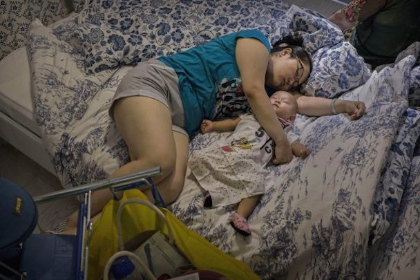 bizarre-photos-of-chinese-shoppers-napping-at-ikea