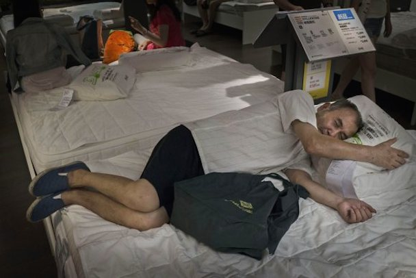 bizarre-photos-of-chinese-shoppers-napping-at-ikea4