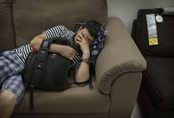 bizarre-photos-of-chinese-shoppers-napping-at-ikea5