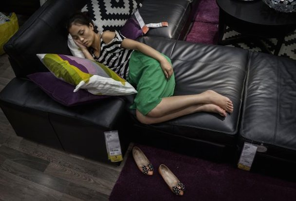 bizarre-photos-of-chinese-shoppers-napping-at-ikea6