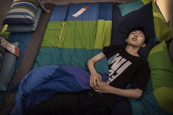 bizarre-photos-of-chinese-shoppers-napping-at-ikea7