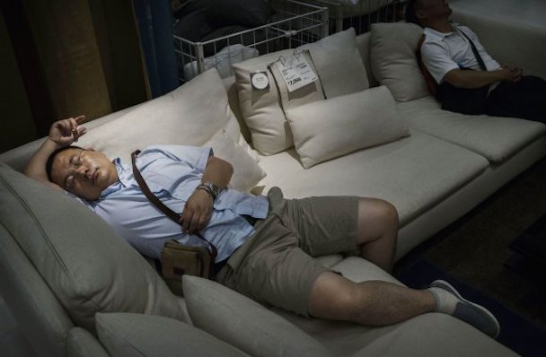 bizarre-photos-of-chinese-shoppers-napping-at-ikea9