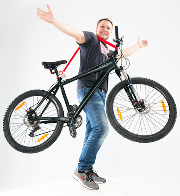 Bike_Lift_and_Carry_-by_Aleksandr_Mukomelov_dezeen_468_4
