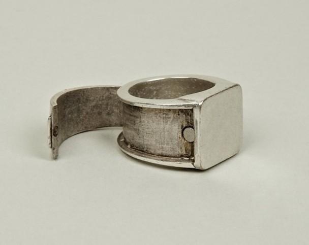 Margiela-hidden-Ring-2-630x500