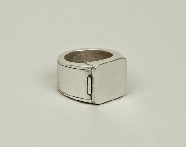 Margiela-hidden-Ring-4-630x497
