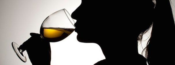 girl_drinking_wine