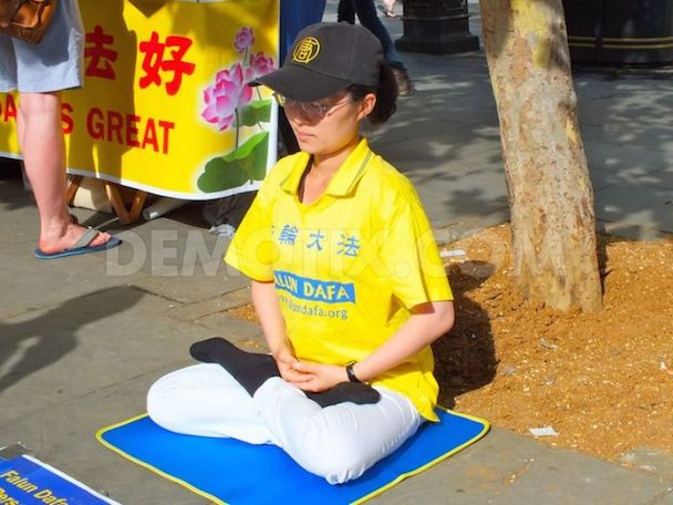 1345326858-falun-gong-practitioners-gather-for-a-peaceful-demonstration_1395571
