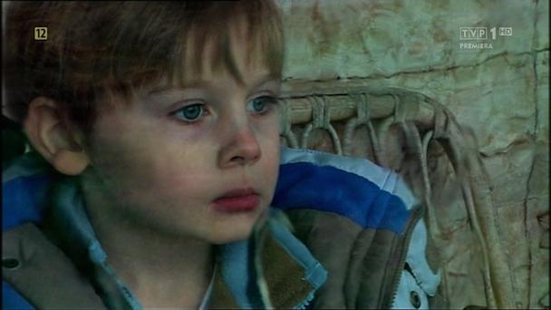 Cameron-Macaulay-patrzy-przez-szybe_zpsb04a43da
