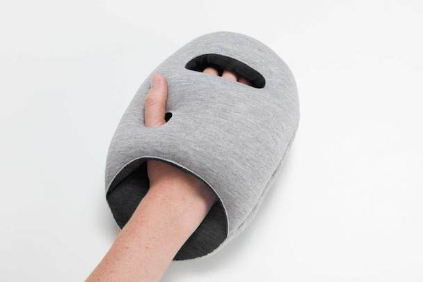 ostrichpillow-mini_studio-banana-things_product+hand_02