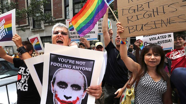 AP_russia_gay_protest_nt_130801_16x9_992