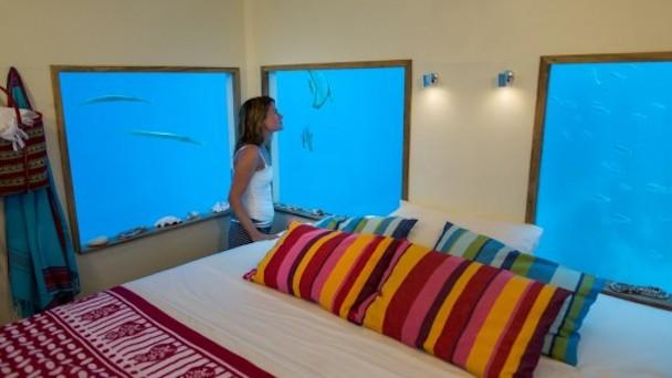 manta-resort-underwater-room-8