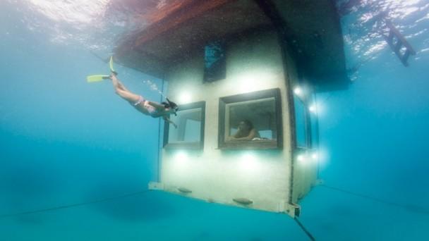 manta-resort-underwater-room-9
