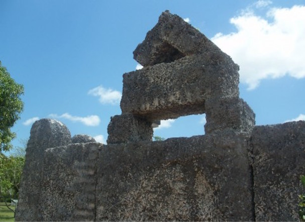 Homestead_FL_Coral_Castle_king_stone01-480x349