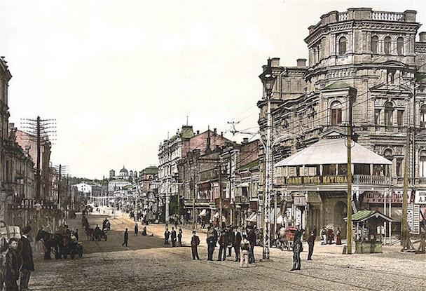 Kreshchatik_street_Kiev_Ukraine