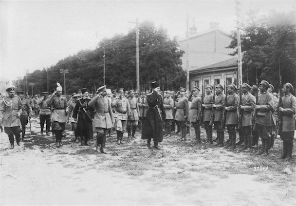 Skoropadsky Pavlo with Graycoats troops 1918