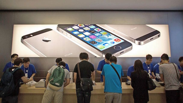 gty_hong_kong_apple_store_ihpone_5s_thg_131009_16x9_992