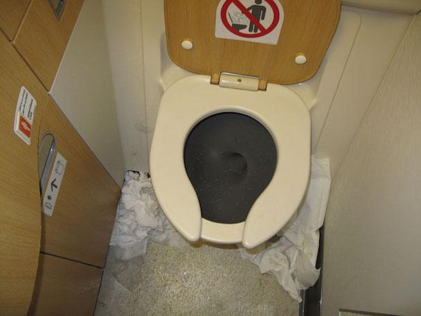 jones_emirates_toilet