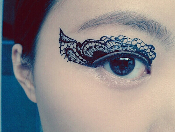 lace-tattoo-on-eye