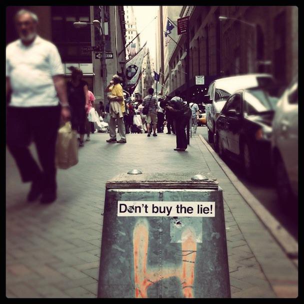 Dont-buy-the-lie-Wall-Street-EN