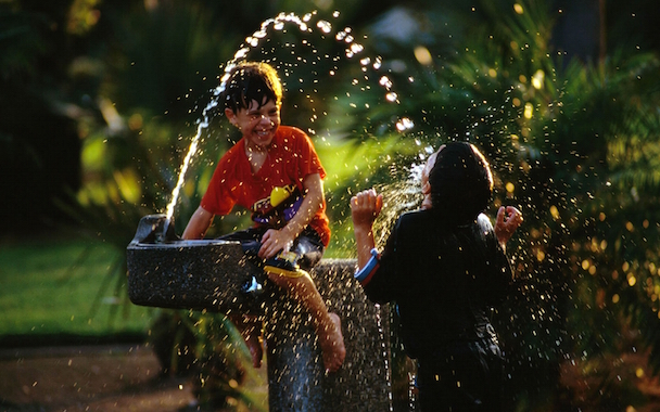 fun-kids-playing-water-hd-wallpaper-1680x1050