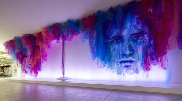 Installazione-THE-DANCE-con-nastri-di-tulle-colorati-by-Benjamin-Shine-ddarcart-02