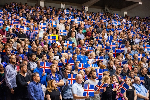 basketball_icelandic_crowd_flag