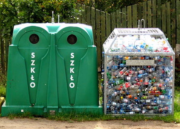 440px-Glass_and_plastic_recycling_065_ubt