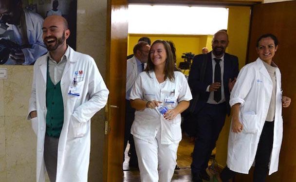 Docs_treating_spain_nurse_AFP_650
